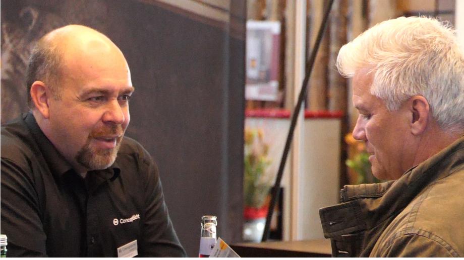 Teamleiter Thomas Amann im Kundengespräch bei der combau 2020