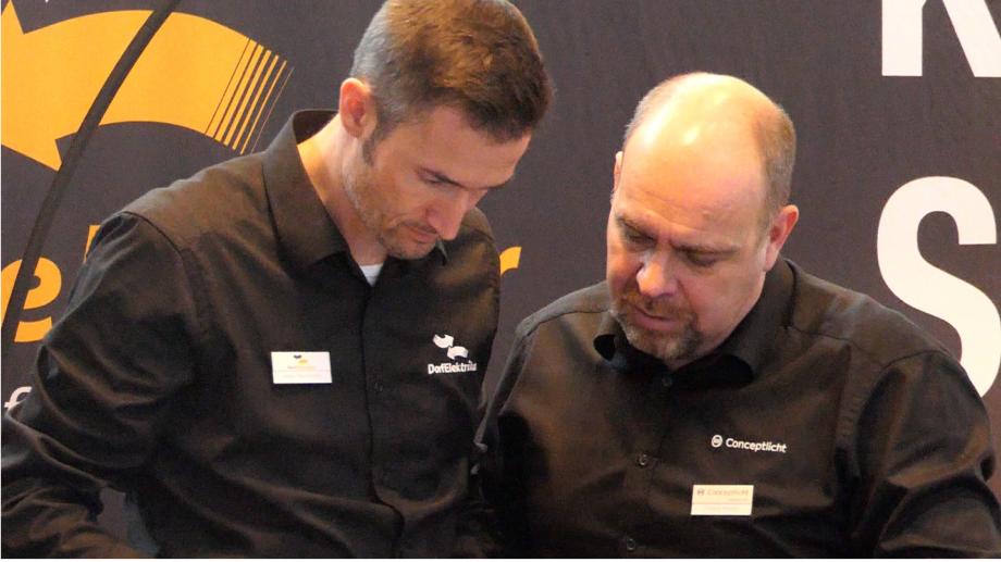 Die Teamleiter Edgar Mayerhofer und Thomas Amann stellen individuelle Beleuchtungskonzepte und Smarthomes vor